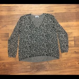 Old Navy pre owned v-neck sweater size XL